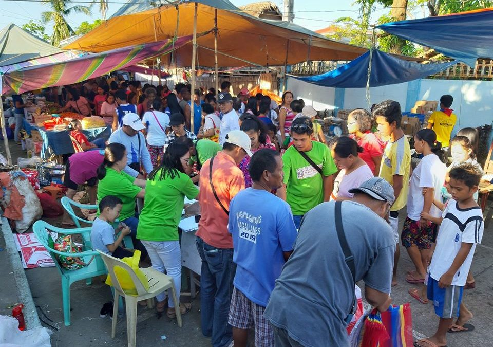 LGU distributed Sako Bags and Basket butas-butas to Magallenos at Magallanes Market Site